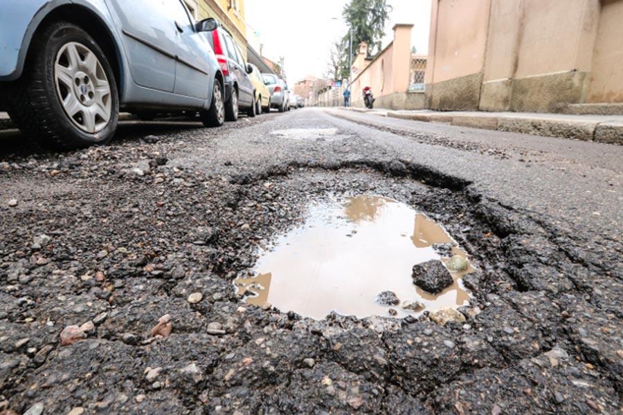 Buca stradale visibile: responsabilità del Comune?